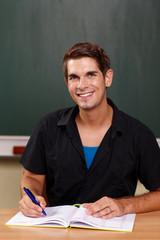 Lehrer mit Klassenbuch