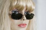 mannequin et lunettes de soleil poster