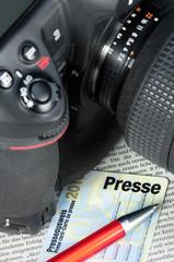 Kamera und Presseausweis