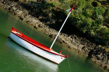 barque rouge bretonne