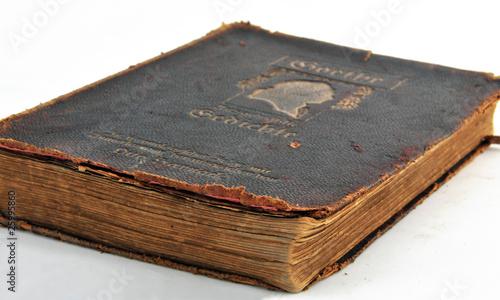 alter Dichter - altes Buch
