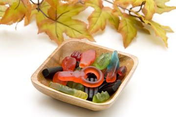 Lakritze und Blätter