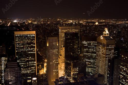 Skyline von New York City bei Nacht