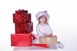 Weihnachtselfe, junges Kind Mädchen packt Geschenke ein, normal poster