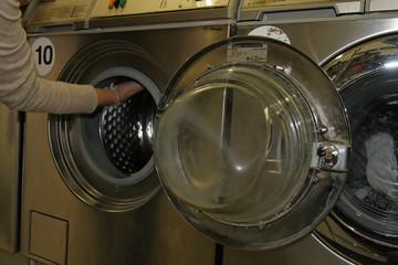remplir le tambour de la machine