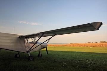 aereoplano sul campo di grano