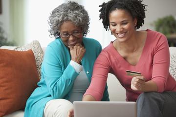 African women shopping online