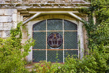 france; 85; jard sur mer : abbaye de lieu-dieu, vitrail