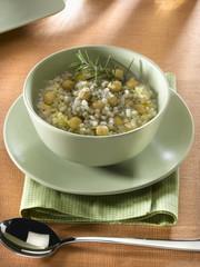 soupe à l'orge et aux pois chiches