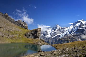 See in den Bergen mit Spiegelung