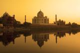 Tadż Mahal – świątynia miłości w blasku słońca