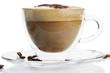 cappuccino mit schokopulver in einer glastasse von der seite