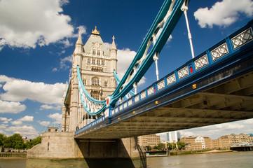 London Brücke Ufer flanieren Menschen Touristen