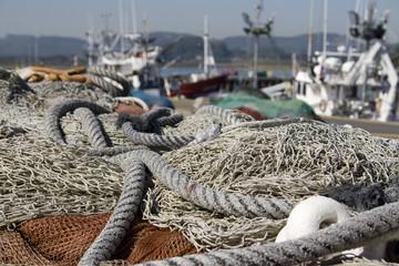 Redes de pescador y barco