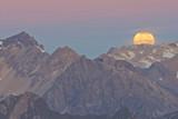 Monduntergang in den Alpen