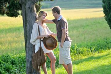 Corteggiamento di una giovane coppia