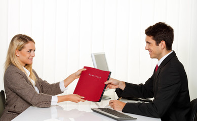 Bewerbung und Vorstellung. Gespräch bei Personalchef.