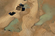 Camions et pelleteuses reconstruisant la dune d'Arçais
