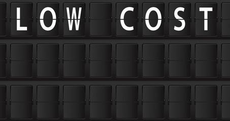 Panel de informacion de aeropuerto con texto LOW COST
