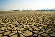 乾燥した大地と煙突 - 26275459