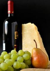 Frutta, parmigiano e vino rosso italiano