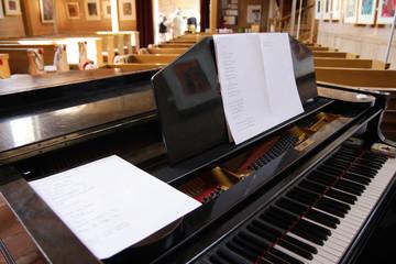 Flügel in Kirche