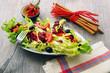 insalata fresca con pomodori ed olive
