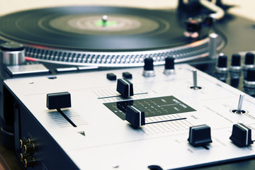Turntable and mixing controller