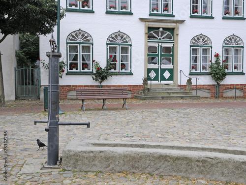 Leinwanddruck Bild Brunnen am Marktplatz in Meldorf