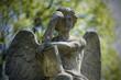 Kamienny cmentarny anioł , pomnik