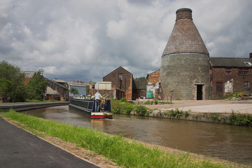Stoke on trent canal and bottle klin