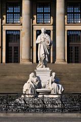 Schillerdenkmal vor dem Konzerthaus am Gendarmenmarkt