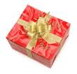 Rote Geschenkpackung mit goldener Schleife
