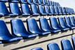Zuschauertribüne mit blauen Sitzen