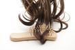 Haare mit Haarbürste