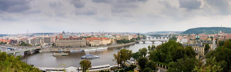 Panorámica Completa del Rio Moldaba a su paso por Praga