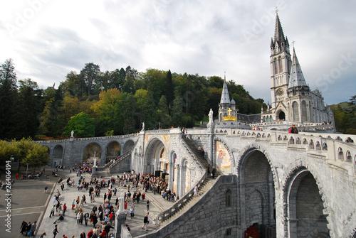 Esplanade et Notre Dame du Rosaire à Lourdes Poster