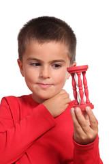 bambino con clessidra