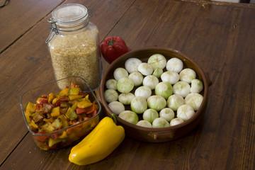 Cipolle in terracotta, riso e peperonata