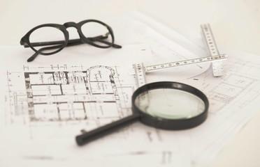 Architektur - Gutachten mit Lupe