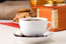 Kawiarnia, fasola, szlifierka i słodycze
