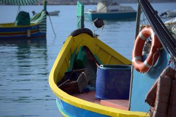 barca da pesca nel porto