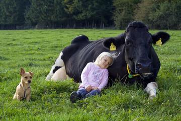 Kind Hund und Kuh