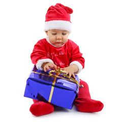 bébé deguisé en père noël et cadeau