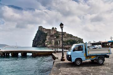 porto ischia con castello