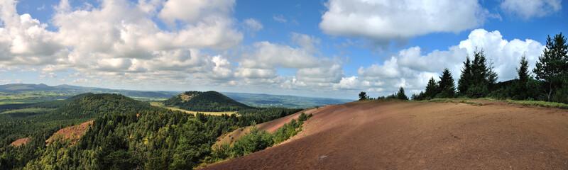 Sentier de randonnée sur le puy Lassolas