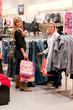femmes dans une boutique - shopping