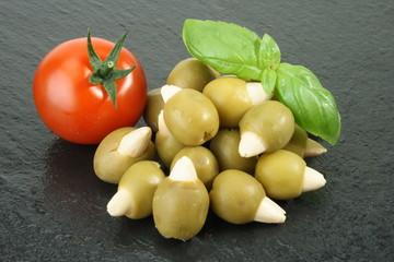 Oliven, Mandeln,Basilkum, Tomate