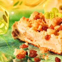 Apfelkuchen mit Butterstreusel und Sultaninen