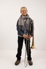 Portrait Junge mit Posaune